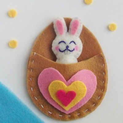 Easter bunny felt craft with free pattern