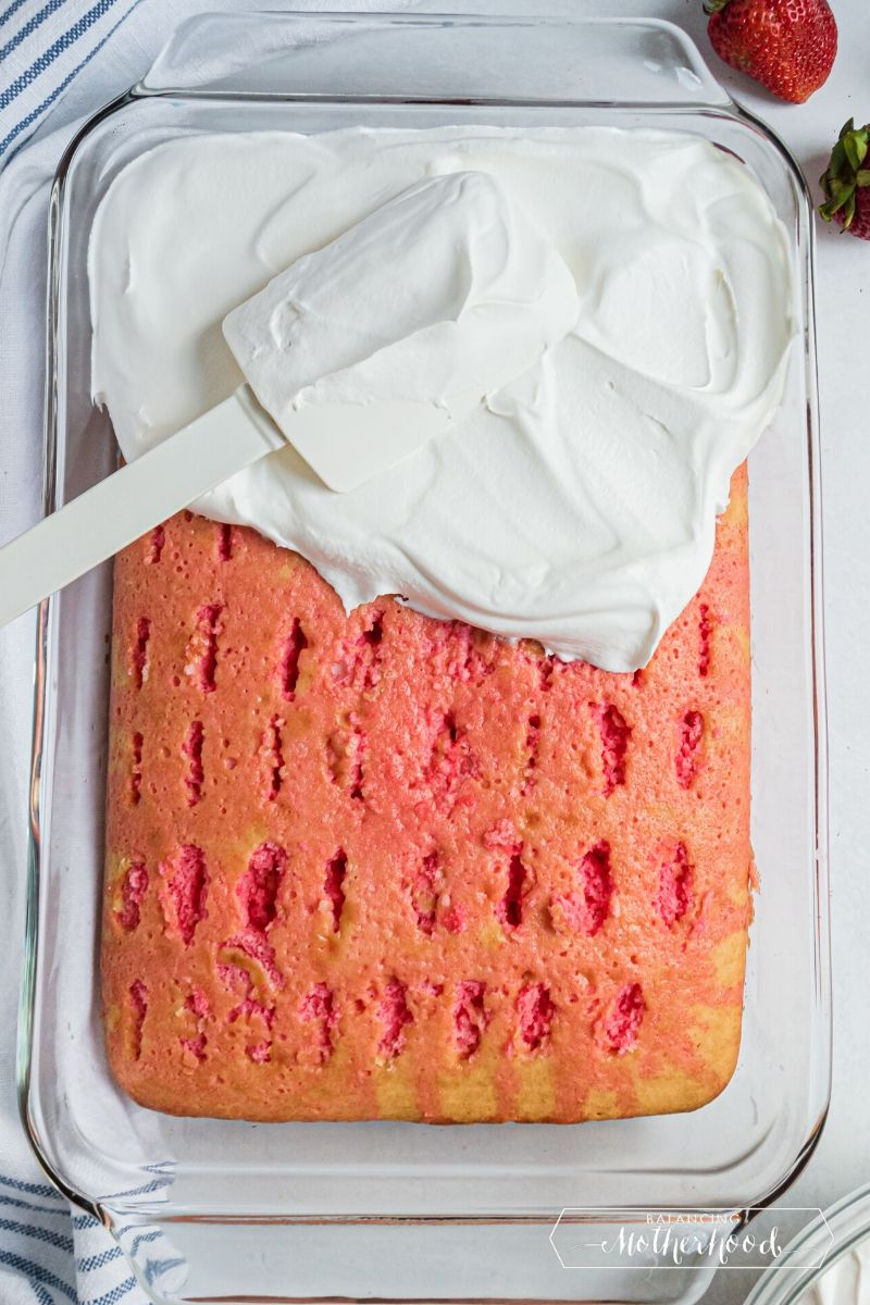 frosting cake with spatula
