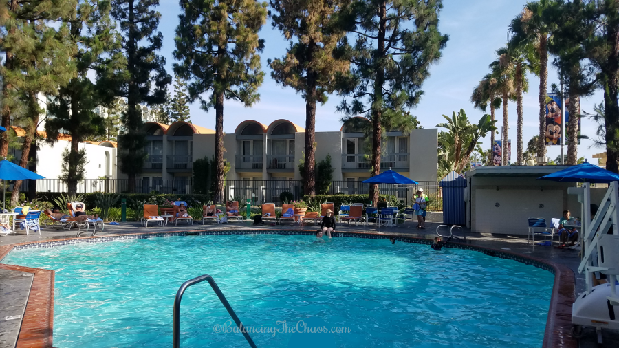 https://i1.wp.com/balancingthechaos.com/wp-content/uploads/2018/08/Garden-Pool-at-Howard-Johnson-Anaheim-Hotel-and-Water-Playground.png?resize=900%2C506&ssl=1