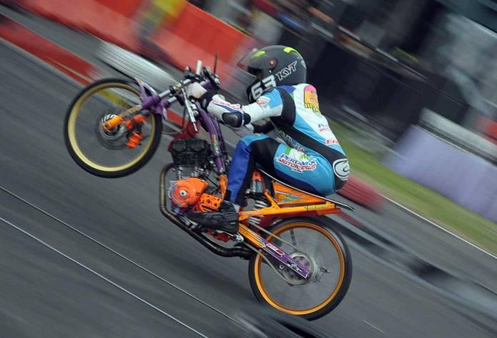 Alvan Chebonk Raih Gelar Juara Nasional Drag Bike 2017