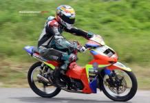 Bersama Arun Racing, Ari Tuasikan Rebut Gelar Juara Umum Lokal Kejurda Road Race Buru Selatan