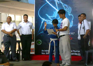 Jinseong Byeon of the Cagayan de Oro Judo Club reads the Sportsman's Oath.