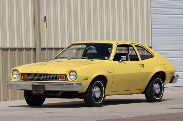 ford pinto amarelo