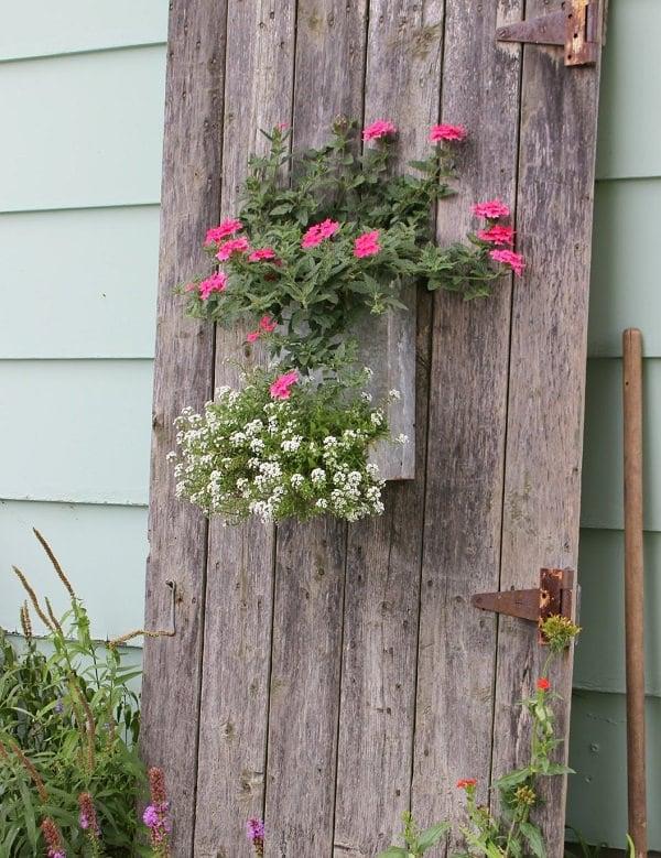 18 Cool DIY Ideas To Make Your Garden Look Great | Balcony ... on Garden Decor Ideas  id=42374