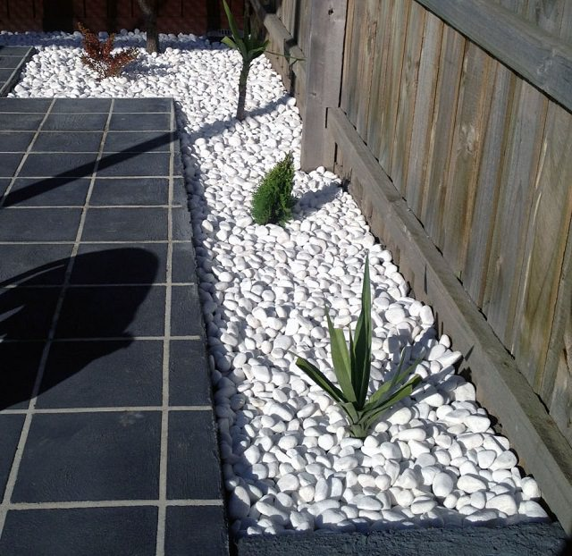 Everything You Need to Know About Using Pebbles in the ... on Backyard Pebbles Design id=44801