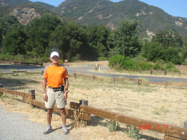 A pose before the practice run with the mountains on the background. I was wearing an all-out The North Face Kit to include my trail shoes. I had my Nathan Lumbar Water Belt and a Hand-Held Water Jug
