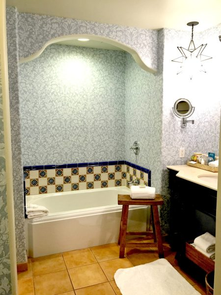 Kimpton Canary King Suite bathroom