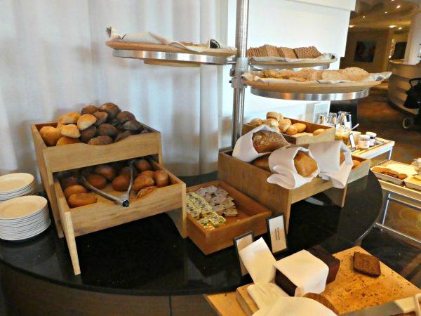 Hilton Stockholm Slussen buffet gourmet breads