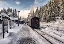 train snow-3024501_1920
