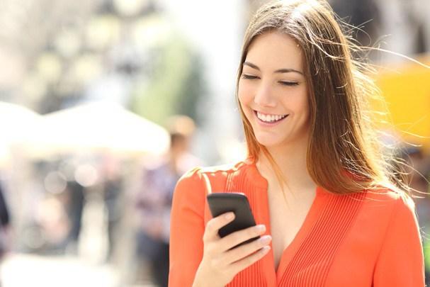 O celular pode afetar a sua em diversas maneiras diferentes, viu!? (Foto: Thinkstock)