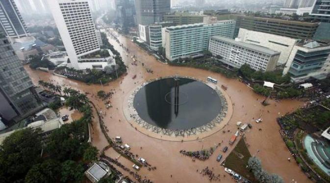 Sumber foto: liputan6.com (http://showbiz.liputan6.com/read/2173092/meme-jakarta-banjir-hebohkan-dunia-maya)
