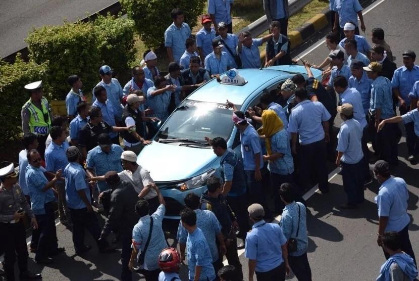 Demo supir taksi di Jakarta