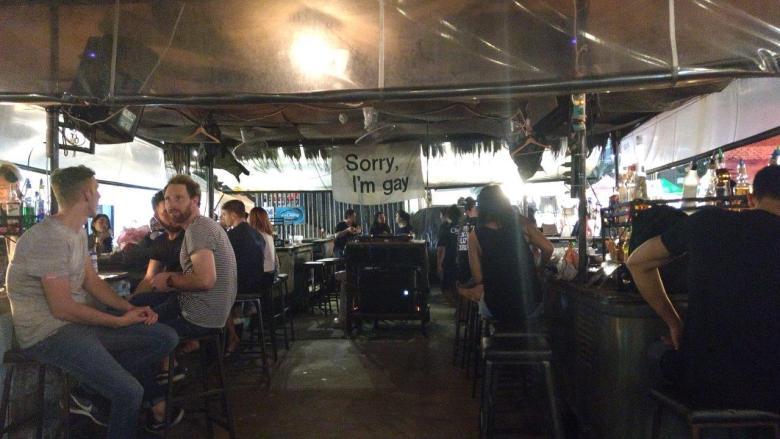 Bar di Rot Fai Night Market Bangkok