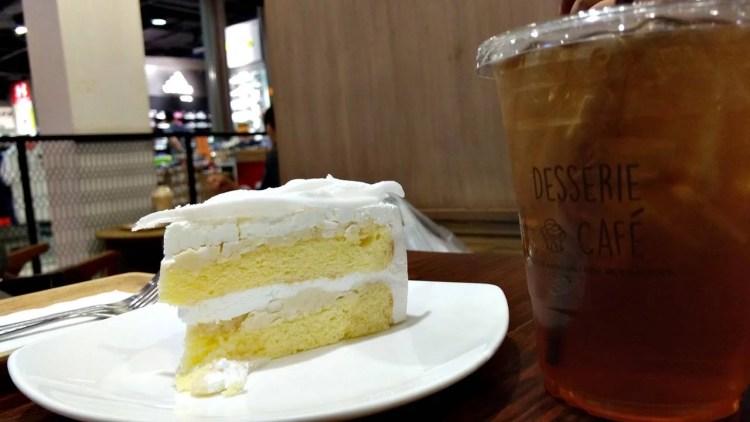 Coconut Cake di Cafe Desserie Terminal 21 Bangkok