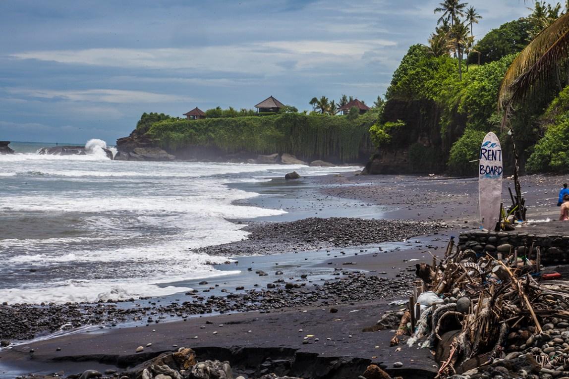 Bali-Balian-Beach-Wellen-surfen