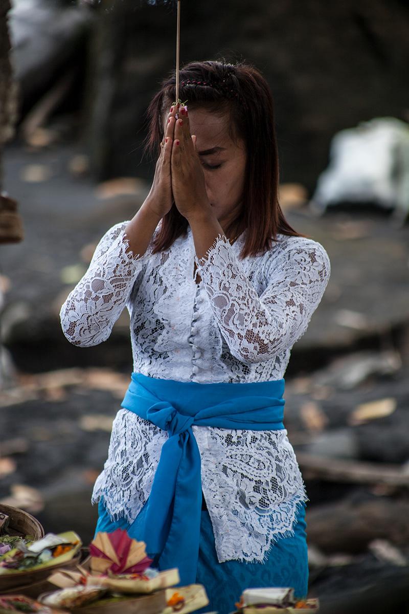 Bali-Balian-Beach-prayingPeople
