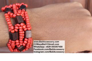 Beaded bracelet with wood. Handmade in Bali Indonesia