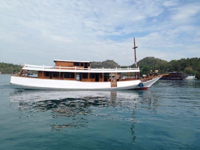 Boat_Komodo_Cruise1
