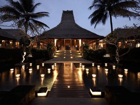 lobby-area-of-maya-ubud-bali-jungle-trekking-tour-and-guide