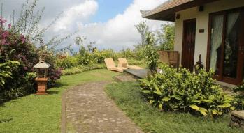 private-villa-with-large-garden-area-munduk-moding-coffe-plantation-bali-travel-experiences