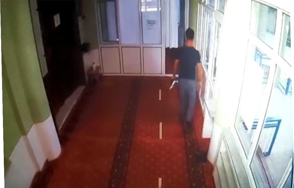 Vicdansız hırsız camiden bağış kutusunu çaldı..O anlar kamerada