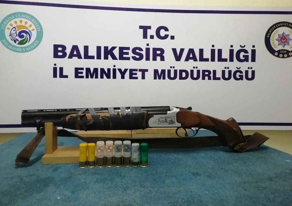 Balıkesir'de polis 90 aranan şahıs ve 40 silah yakaladı