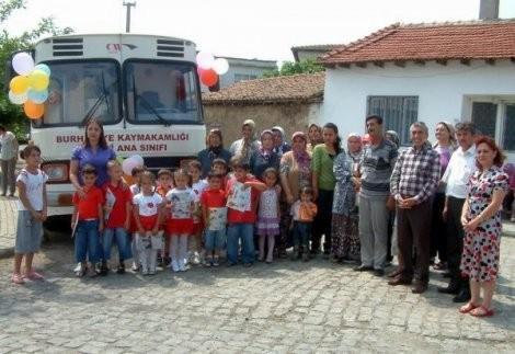 Burhaniye'de Gezici Ana Sınıfı olan otobüs çürümeye bırakıldı