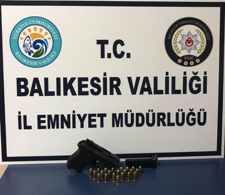 Balıkesir'de polis 19 aranan şahsı yakalandı