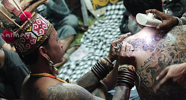 ilustrasi suku pasir kuleng by getborneo.com