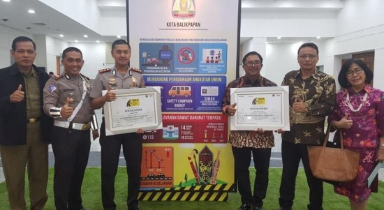 Balikpapanku - balikpapan meraih penghargaan Indonesia Road Safety Awards 2017