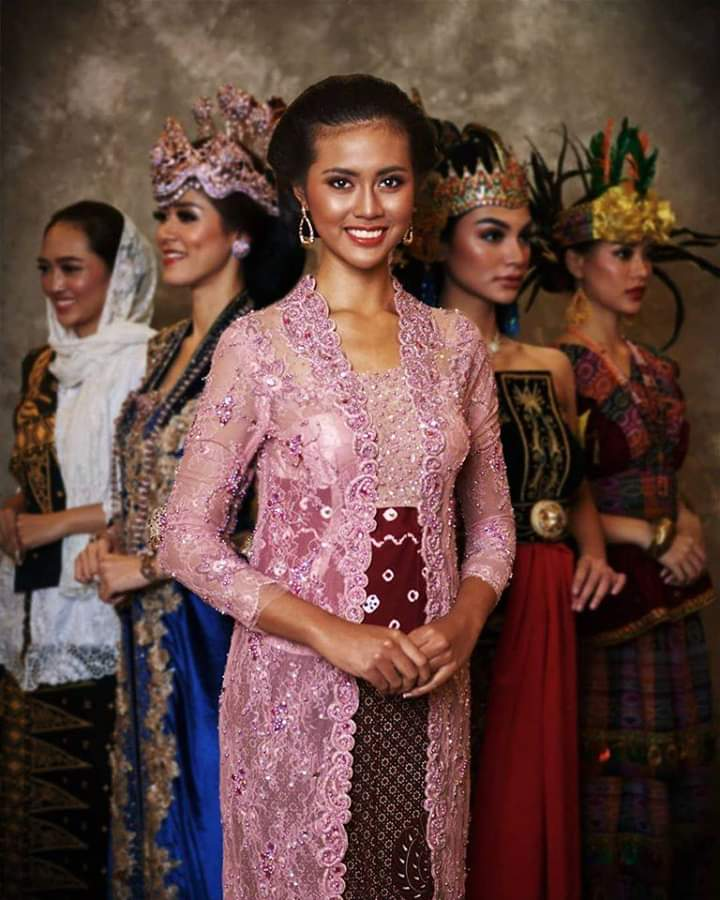 Baju adat Indonesia - Finalis Puteri Indonesia asal Daerah Istimewa Yogyakarta