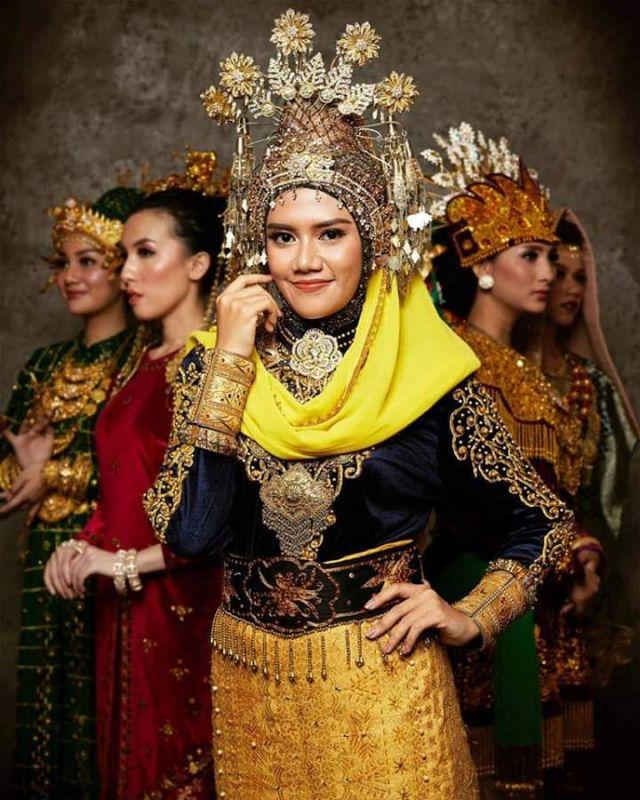 baju adat indonesia finalis puteri indonesia dari aceh