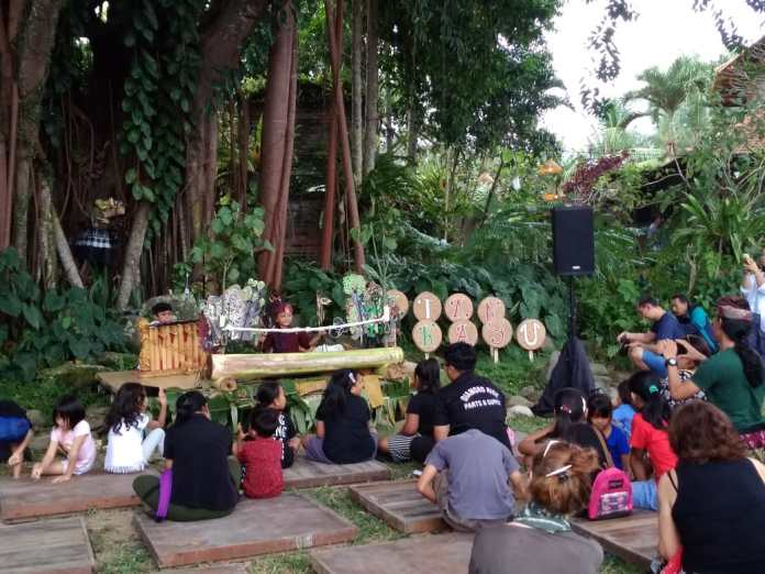 Narend performed at Festival Tepi Sawah in Pejeng, Ubud on Saturday.
