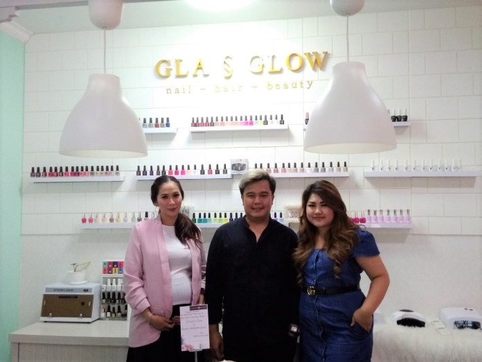 Teguh Wibawa (centre) at Glasglow Salon gand opening on Friday.