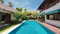 Villa 4 Bedrooms in Seminyak Bali