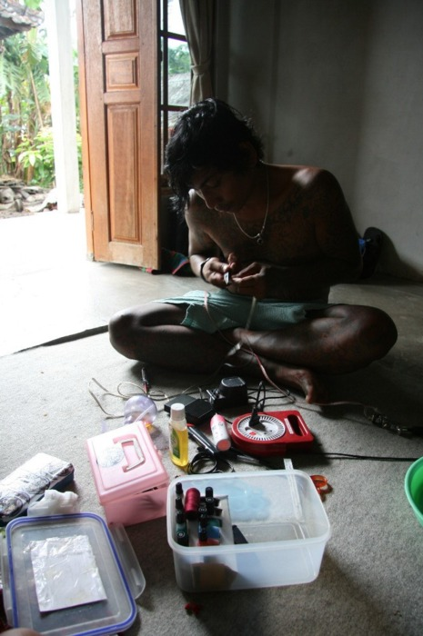 Sableng tattoo in Amed, Bali (tatouage balinais) (6)
