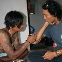 Sableng tattoo in Amed, Bali (tatouage balinais)
