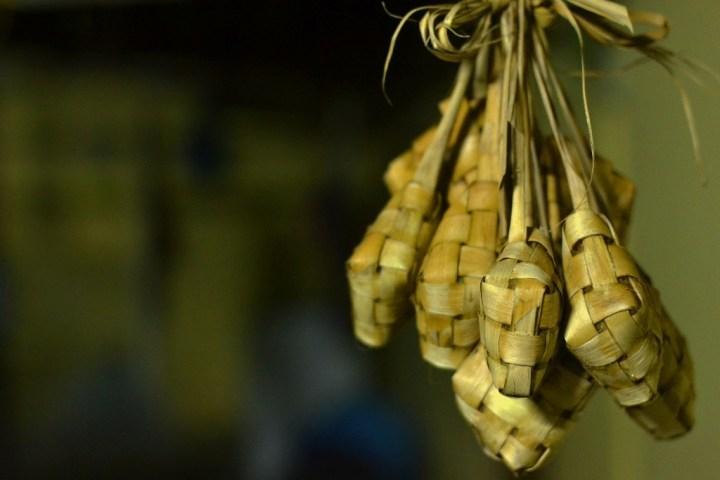 Ketupat paniers balinais riz (4)