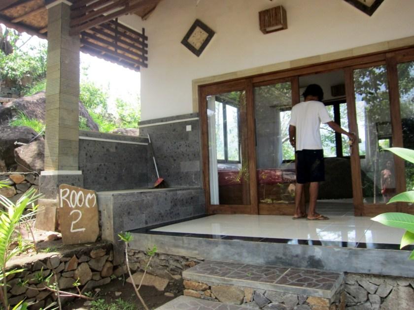 Room n°2 enter at Wawa wewe rock homestay in Banuyning (Amed area), Karangasem, Bali, Indonesie