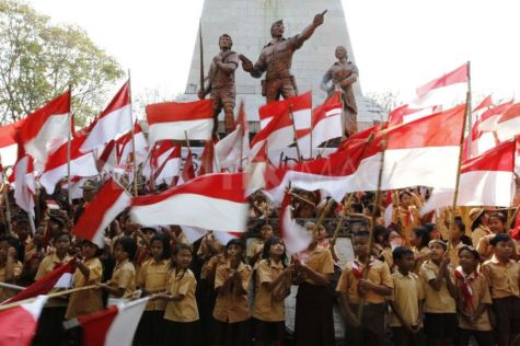 independance indonesie etudiants drapeau ecoliers