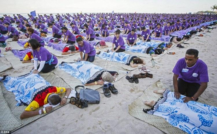 Record du monde  le plus grand massage de masse à Bali  © EPA (1)
