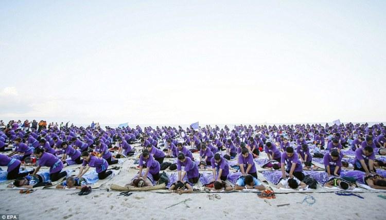 Record du monde  le plus grand massage de masse à Bali  © EPA (3)