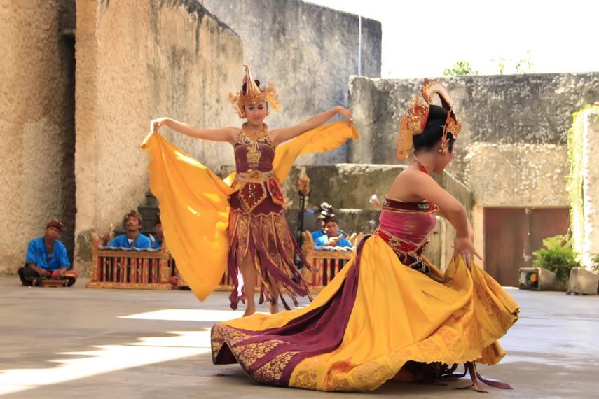 Cendrawasih Dance, The uniqueness of regional dances