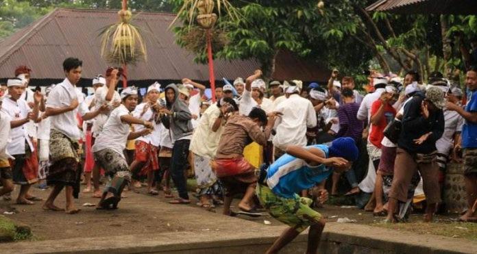 Topat War,  Diversity in Lingsar Temple Lombok