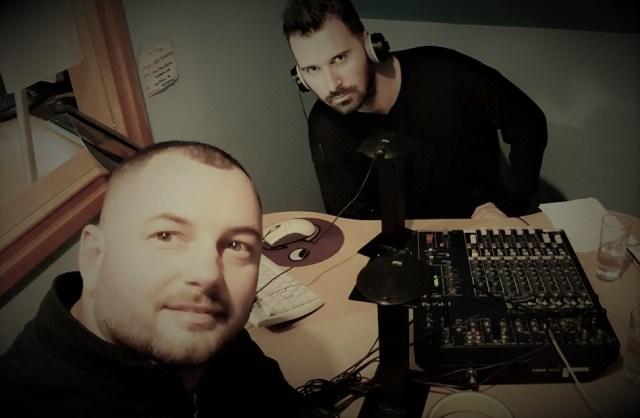 """Pevač """"Kao Kao"""" benda Marko Simičić otkrio je u radijskoj emisiji """"Sve po spisku sa Škundrićem"""" da su mu pretili pištoljem."""