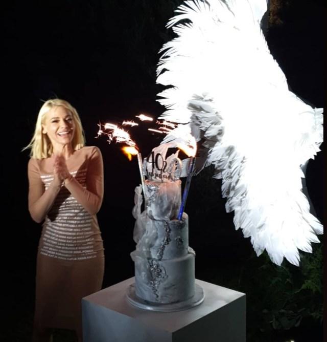 BLISTALA JE: Nataša Bekvalac proslavila 40. rođendan u seksi izdanju (FOTO)