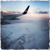 … beim Anflug auf Island, der größten Vulkaninsel im Atlantik, empfangen. (Foto: balkanblogger)