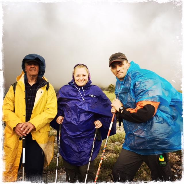 Ich mit Onkel Sefko und Senad mit der Nebelwand im Rücken (Foto: balkanblogger.com)