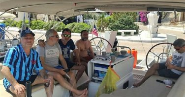 Teknelerine yakıt almak için Yunan Adaları'na yanaşmak isteyen Türklere izin verilmediği iddiası