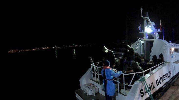 Ayvalık'ta, lastik bottaki 34 kaçak göçmen kurtarıldı
